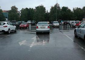 """Ni lijevo, ni desno, ni ravno, """"biser"""" se jednostavno parkirao"""