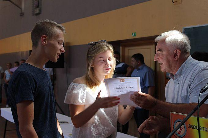 Završne svjedodžbe primili su učenici Industrijsko- obrtničke škole