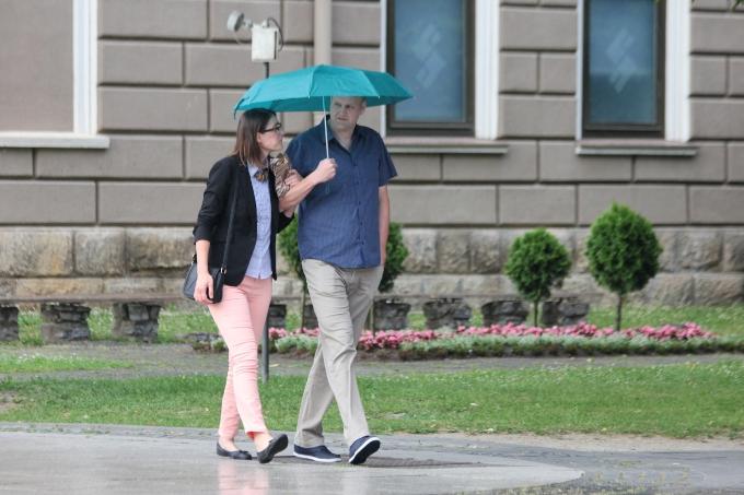 Početak vikenda malo toplije, ali bez kišobrana ne idite van