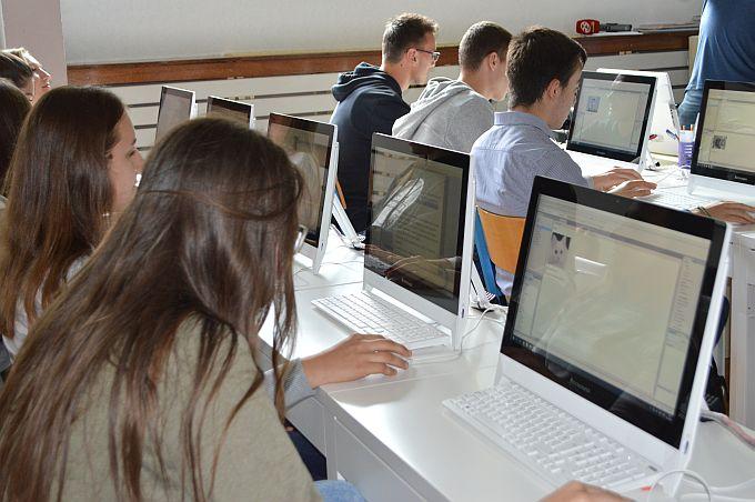 Diplomirani učitelji razredne nastave s pojačanim programom engleskog, hrvatskog, matematike, informatike ili bilo kojeg drugog predmeta mogli bi se naći u problemima