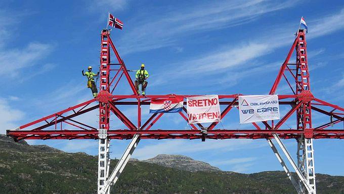 Nema gdje nema naših dečki, u dalekoj Norveškoj, sa 700 metara nadmorske visine, vijori hrvatska zastava i stiže podrška Vatrenim