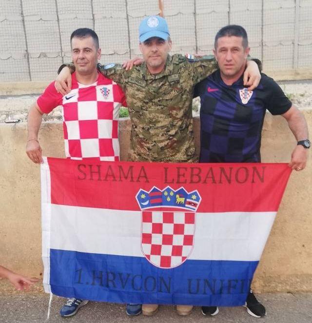 Hrvatski kontingent u UN-ovoj mirovnoj operaciji UNIFIL u Libanon navija za reprezentaciju, među njima i Brođani