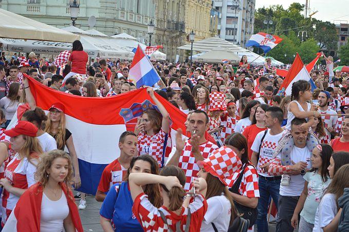 Na tisuće ljudi u Slavonskom Brodu slavi srebro na Svjetskom prvenstvu, Vatreni Brod je uz vas