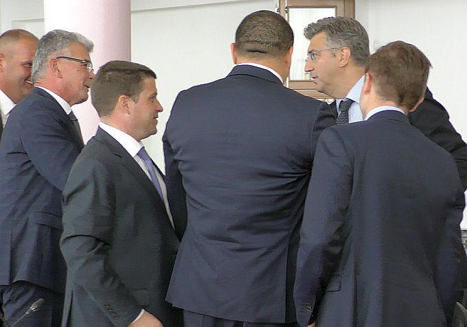 Projekt Luke Brod nakon dvadesetak godina ulazi u petu brzinu, uz nazočnost premijera Plenkovića danas potpisani ugovori o izvođenju radova i koncesiji