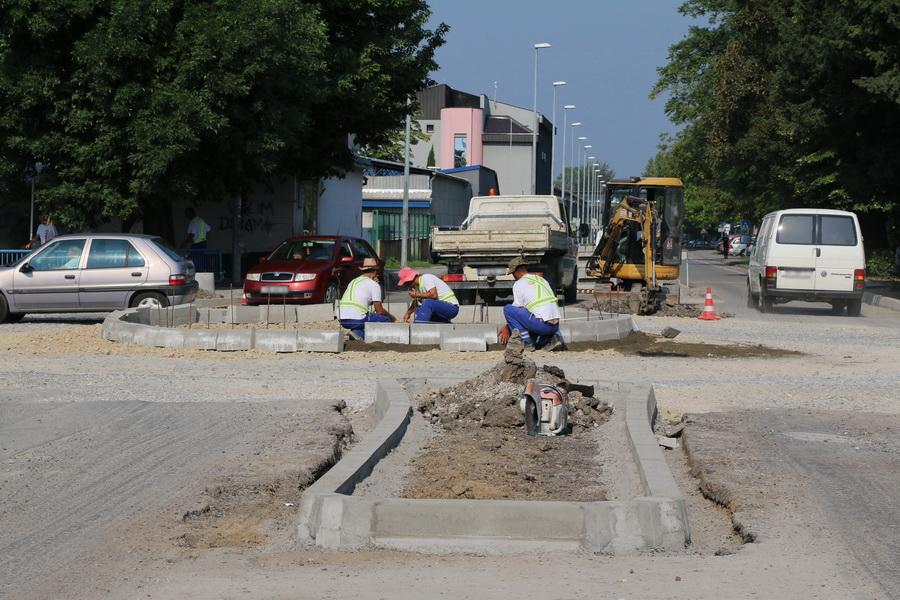 Napreduju radovi izgradnje kružnog toka na raskrižju Kumičićeve i Budakove ulice