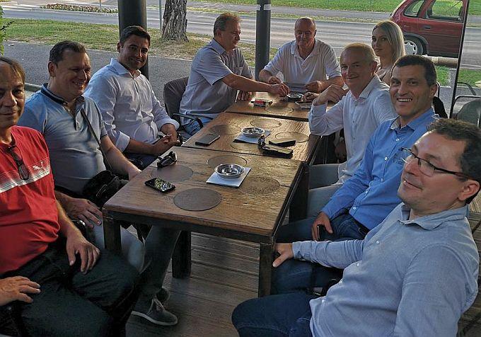"""Nova Gradiška primjer je kako treba upravljati gradom, kazao je Bernardić danas na """"Novogradiškom ljetu"""" okružen SDP-ovim gradskim i županijskim čelnicima"""