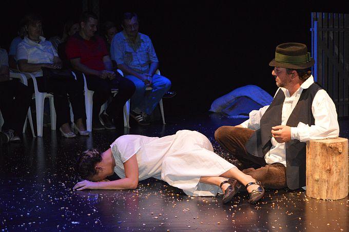 "Predstavom ""Đuka Begović"" započeo je 11. festival amaterskih kazališta u Slavonskom Brodu"