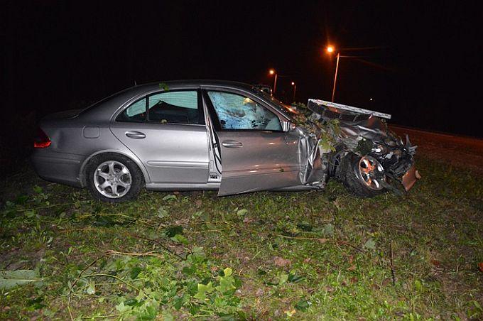 U blizini Poloja dogodila se prometna, mladi vozač zbog neprilagođene brzine sletio niz travnatu kosinu u šumu