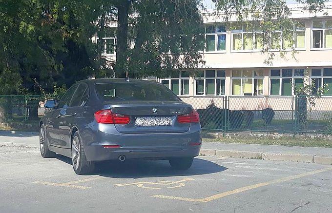 Staju na parking kako im se prohtje, uvijek ista priča s mjestima za invalide