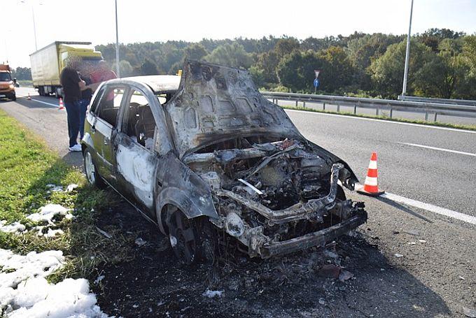 Zboga kvara na sustavu dovoda goriva Brođaninu na autocesti izgorio cijeli automobil