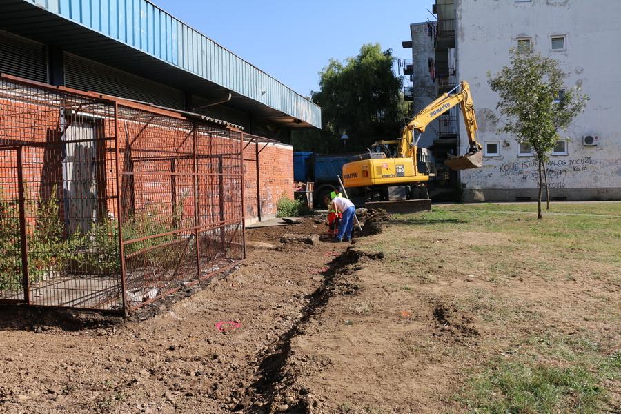 Na Mikrorajonu danas započela izgradnja pješačke staze, a napreduju i radovi u Gundulićevoj