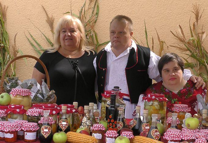 Ajvar, džem, pekmez, kuhani paradajz, sve se to moglo danas kupiti na sajmu u Bukovlju