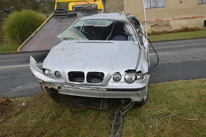 19-godišnjak bez vozačke i pod utjecajem alkohola sletio s ceste, nakon prvrtanja udario u ogradu