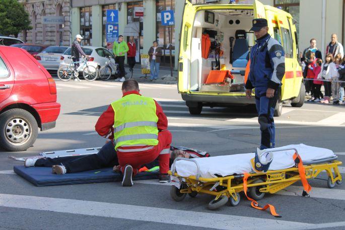 """""""Zašto je timu Hitne medicinske pomoći Slavonski Brod trebalo 38 minuta da dođe na intervenciju, na mjesto prometne nesreće udaljeno tri kilometra?"""""""