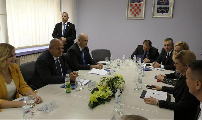 Gradonačelnik Duspara razgovarao je s Predsjednicom o projektima bitnim za Slavonski Brod, kazao je da smo prekomplicirana država s čime se Predsjednica složila