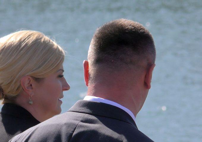 Predsjednica obišla mjesto gdje je uočena naftna mrlja na rijeci Savi u Slavonskom Brodu