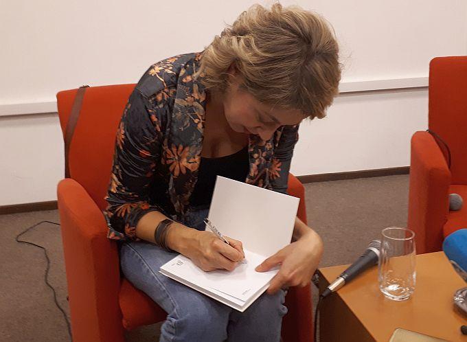 Vukovar je i danas talac svoje prošlosti, ispričala je rođena Vukovarka, spisateljica Ivana Bodrožić, na brodskoj ženskoj književnoj večeri