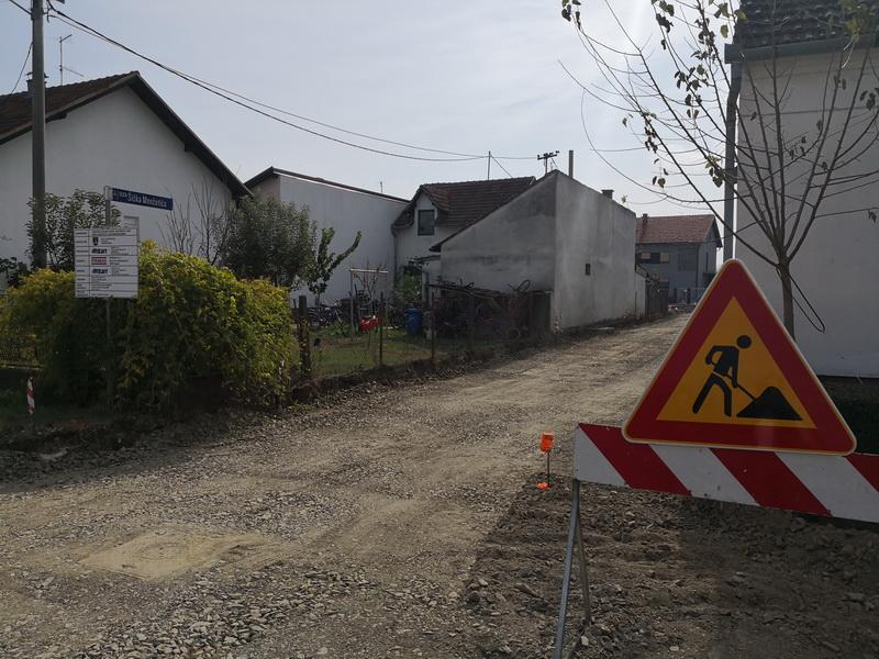 Započelo se s izgradnjom ceste i kanalizacije u Ulici Šiška Menčetića