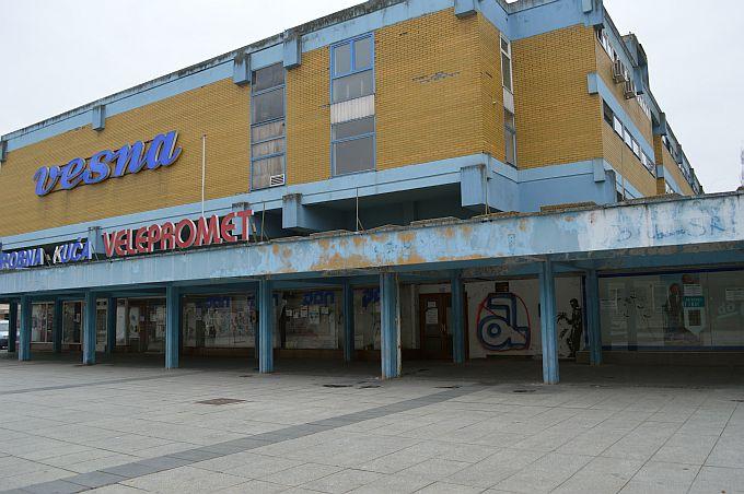 Iako je bilo najava, Grad Slavonski Brod ne kupuje robnu kuću Vesna, saznali smo i zašto