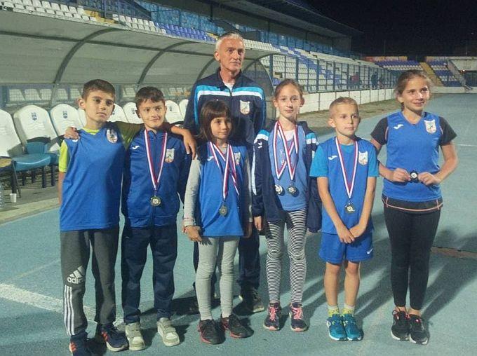 U Osijeku, na finalu jesenske lige Slavonije i Baranje za mlađe uzraste brodski atletičari osvojili devet medalja