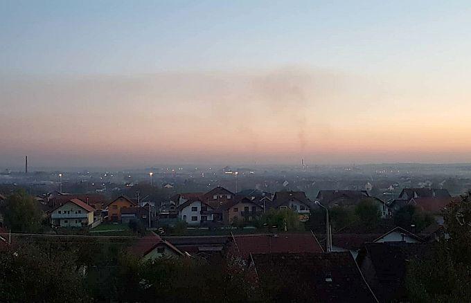 Nastavlja se u Slavonskom Brodu, a izgleda i u cijeloj Slavoniji, s mjerenjem povećanih satnih koncentracija lebdećih čestica PM2.5 i PM10.