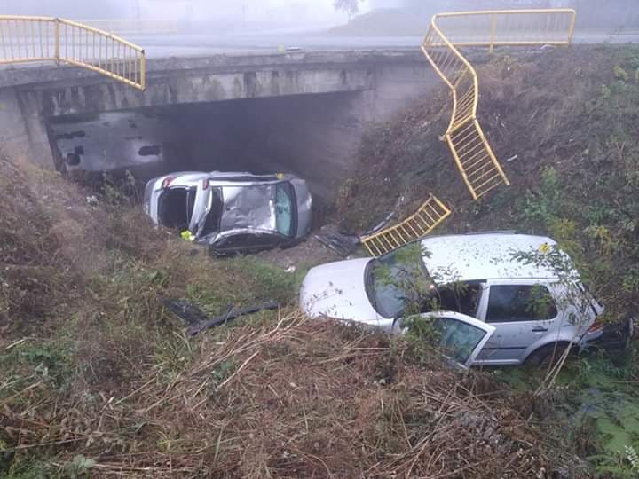 U Trnjanima jutros nakon sudara automobili sletjeli u kanal