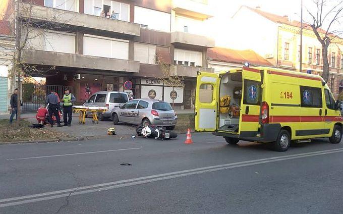 U Širokoj ulici dogodila se prometna nesreća u kojoj je stradao motorist, prometovanje usporeno