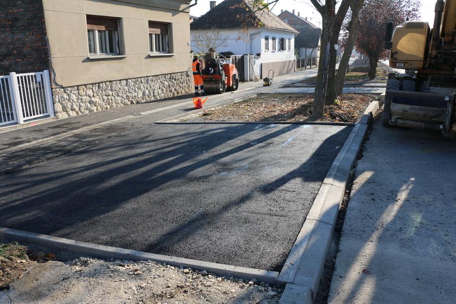 U Zagrebačkoj ulici asfaltiraju  stanovnicima kolne ulaze
