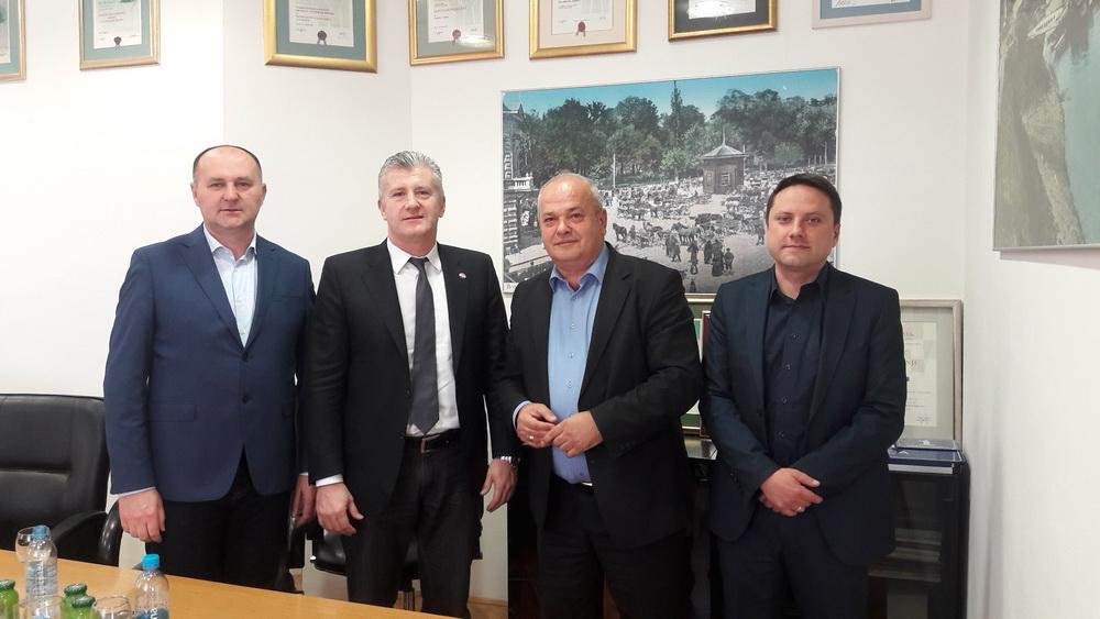 O uređenju stadiona kraj Save gradonačelnik Duspara razgovarao na sastanku  Šukerom i Galovićem