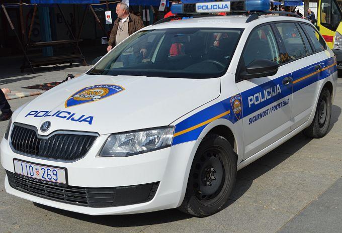 Tri žene u akciji, parfemi u vrijednosti nekoliko tisuća kuna nestajali s police trgovine u Slavonskom Brodu