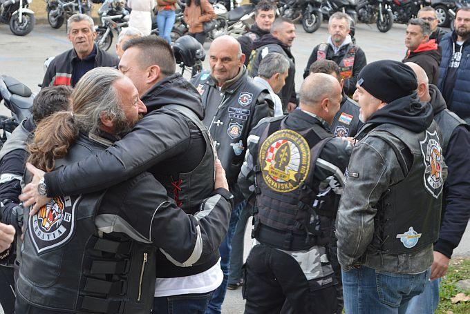 Moto karavani u znak  sjećanje na žrtvu Vukovara danas su se pridružili članovi brodskih moto klubova