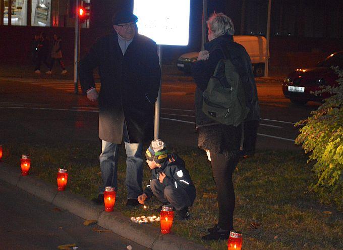 Lampioni duž Vukovarske ulice, gore u znak sjećanja na Vukovar