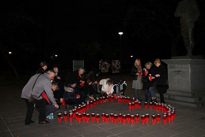"""Lampione u obliku srca- Srce za Vukovar, da se ne zaboravi!, i ove godine zapalile su žene HDZ-a """"Katarina Zrinski"""""""