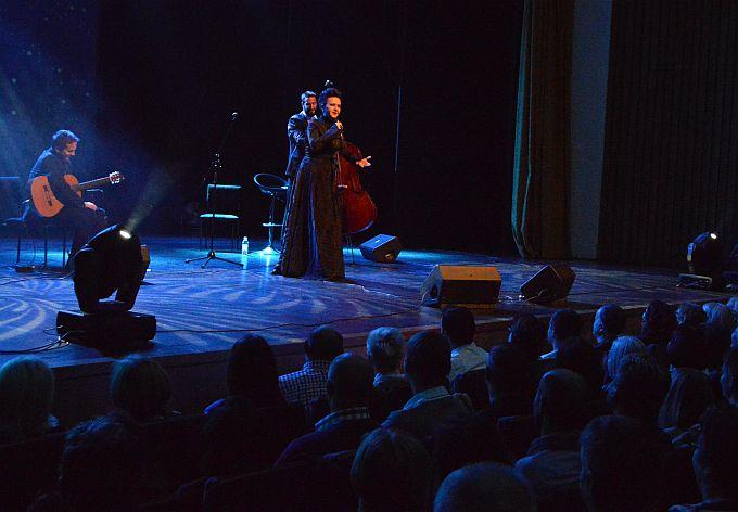 Amira Medunjanin u interaktivnom, punom emocija, koncertu s brodskom publikom:  Pričala mi je raja da ovdje vole sevdah