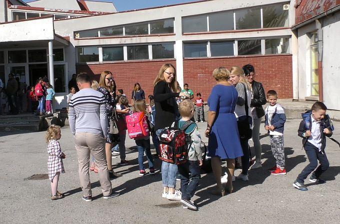 Torba za prvašiće morat će biti do tri kilograma, novim zakonom učenicima lakše školske torbe, a roditeljima manji troškovi