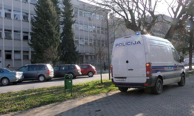 U Slavonskom Brodu provaljivali mladić i djevojka od 21 godinu