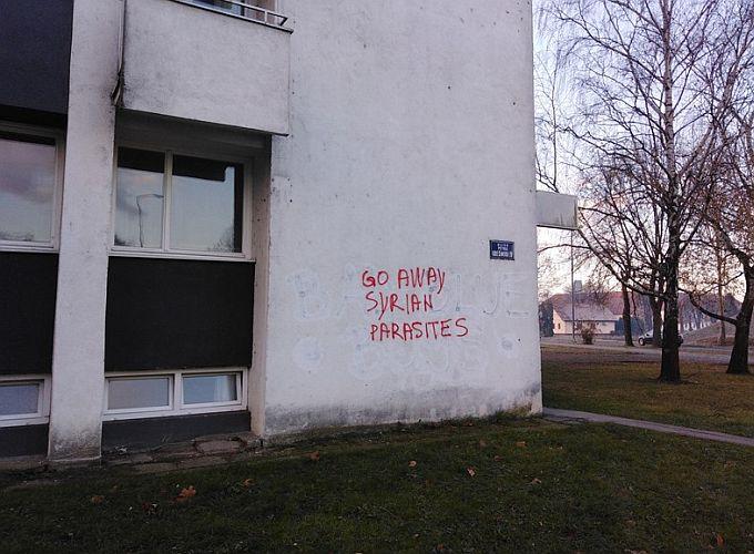 Fasada brodskog nebodera u centru grada na kojoj je grafit bit će sanirana, poručuju iz Grada