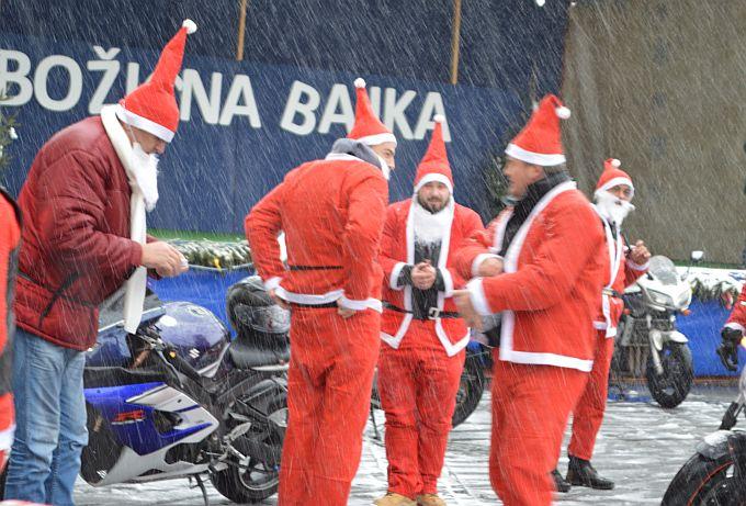 """Slavonskobrodski Moto Mrazovi danas su se """"smrzli"""", sva sreća na Korzu su se okrijepili"""
