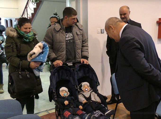 392 djece rođene tijekom 2018. godine u Slavonskom Brodu danas je dobilo i Božićnicu, mjera je ovo koju je prošle godine uveo Grad