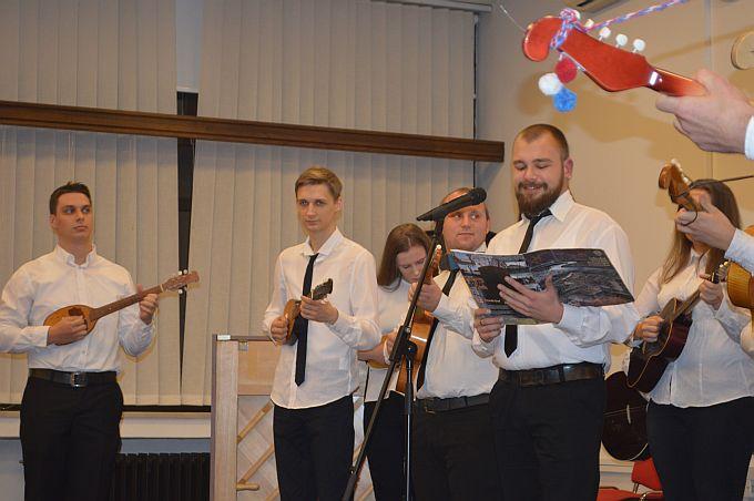 Učenici Gimnazije muziciraju, CD izdanjem zaokružili 100. rođendan Gimnazije Matija Mesić