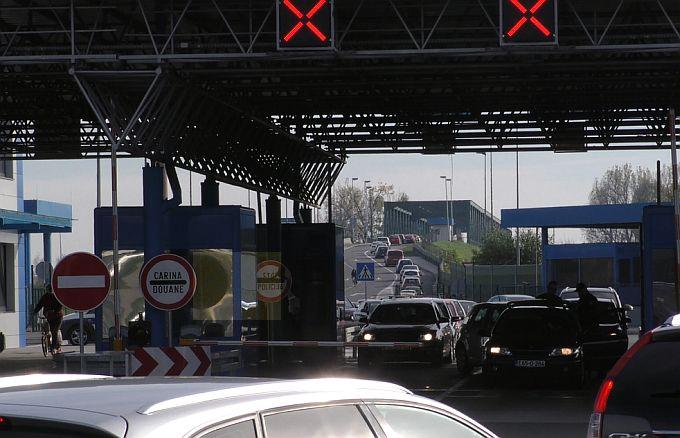 Čekanje na graničnom prijelazu u Slavonskom Brodu za ulazak u Hrvatsku je oko 30 minuta, za sada
