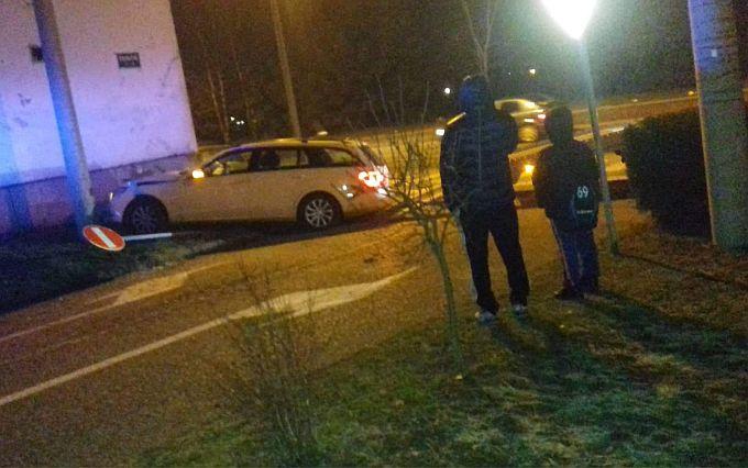Pijani vozač zabio se u obiteljsku kuću i završio na otriježnjenju u policiji