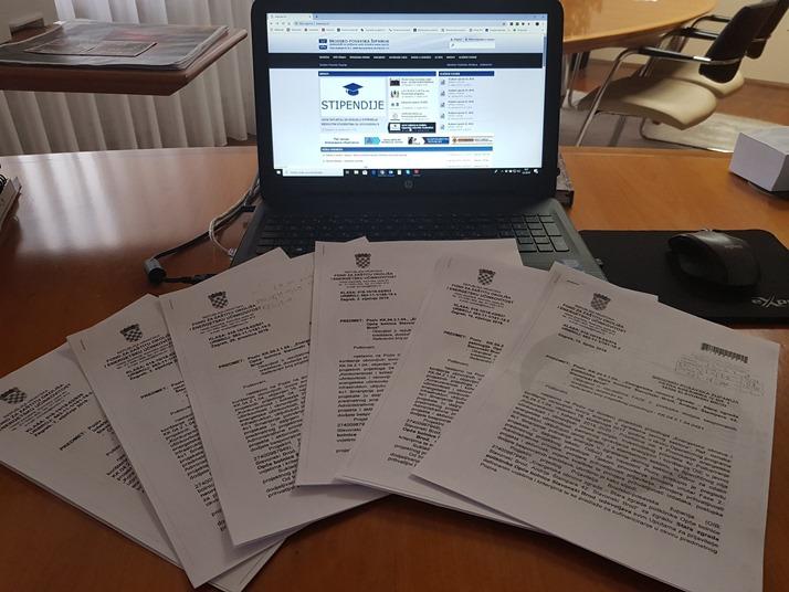 Nedostatak liječnika Brodsko-posavska županija pokušat će riješiti  natječajem za stipendije studenata medicine vrijednim 500.000 kn