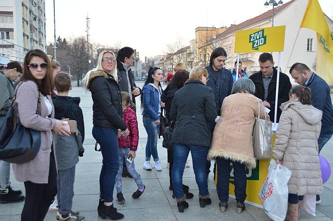 Vilibor Sinčić u Slavonskom Brodu  samohranim roditeljima uručio donacije od 500 kuna