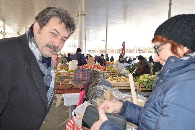 """Na Gradskoj tržnici kao subotom, ali prodavači kažu """"propuhalo nas je"""""""