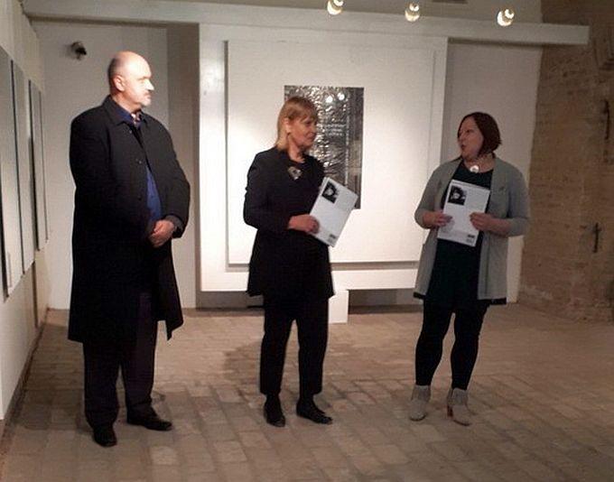U Galeriji Ružić otvorena izložba Vera Ficher: Izložba bez šminke