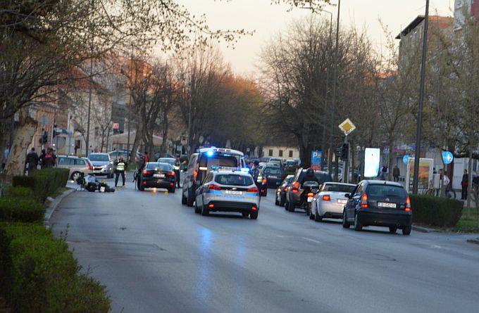 Prometna u centru, automobil naletio na motoristu ,promet se odvija uz regulaciju