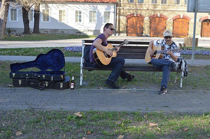 """Danas je park pred Samostanom nakon dugo godina ispunio zvuk gitara, nekada je to bila """"brodska stvar"""""""