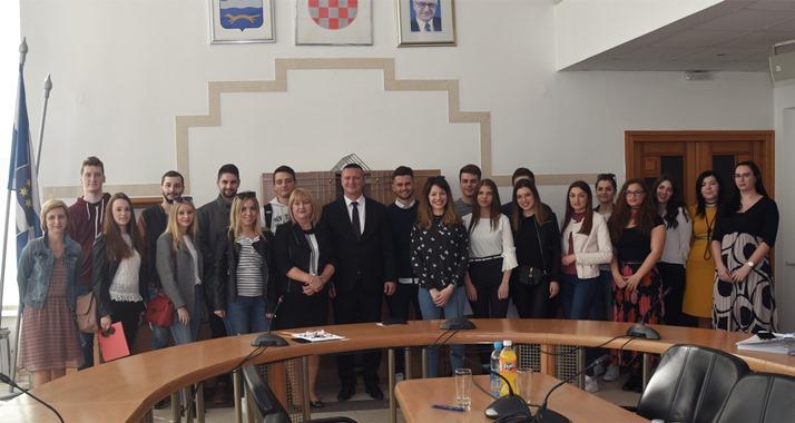 19 studenata deficitarnih zanimanja i 5 nadarenih studenata novi su stipendisti Brodsko- posavske županije