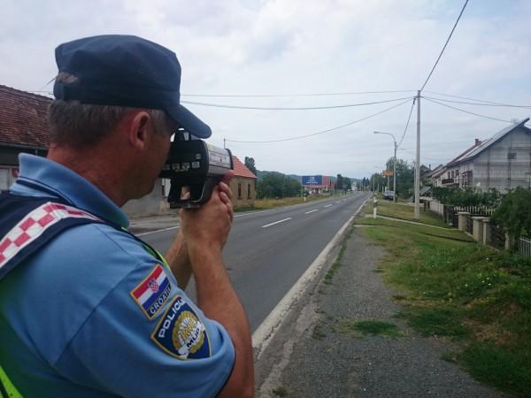 Rekorderi tjedna, vozač u Garčinu usred dana nagazio na 118 km/h , na autocesti isto naš čovjek 253 km/h